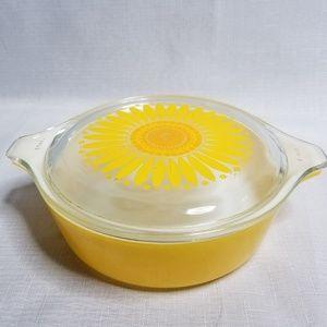 Vintage Pyrex Sunflower Baker 1 pint Small w/ lid
